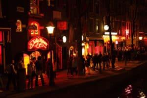 Barrio Rojo de Amsterdam reabrirá el miércoles