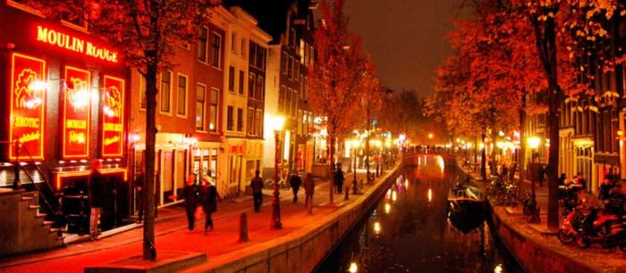 El mundialmente famoso barrio rojo de Ámsterdam reabre sus puertas