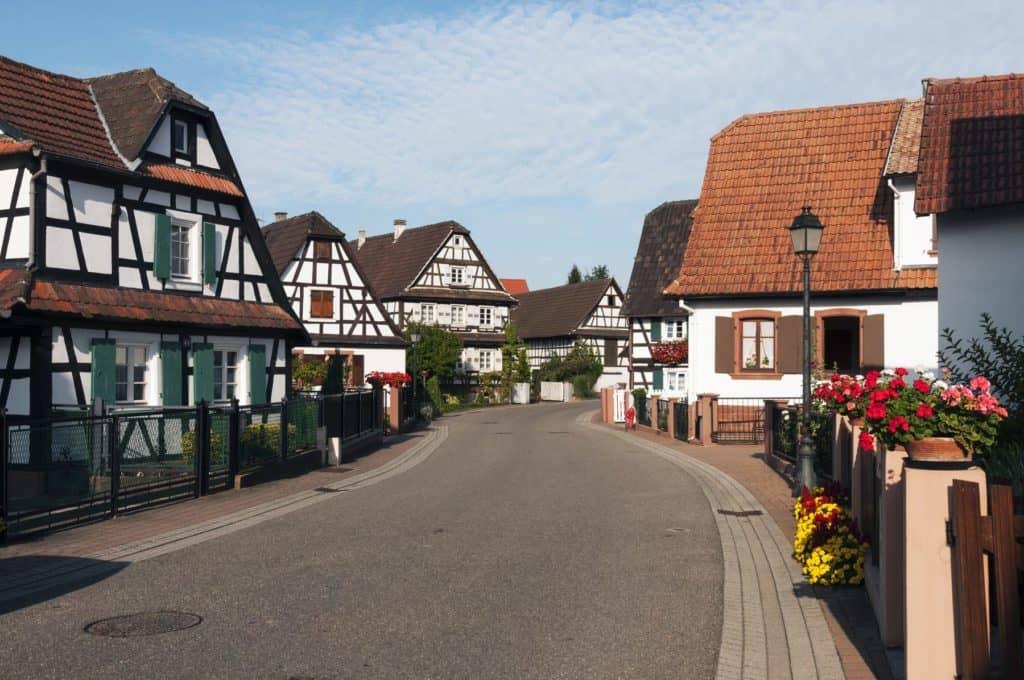 El pequeño pueblo de Hunspach fue votado como el mejor de Francia gracias a sus adorables viviendas y sus  increíbles vistas a los viñedos