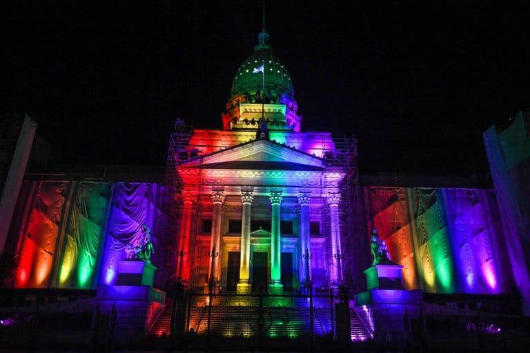 El Congreso Nacional se ilumina de los colores de la diversidad al cumplirse 10 años de la sanción de la Ley de Matrimonio Igualitario en Argentina