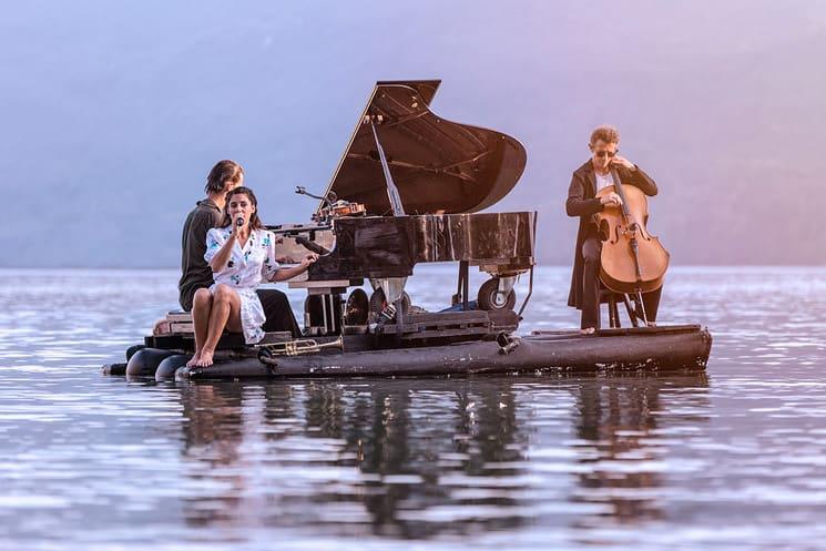 Conoce Piano du Lac, una propuesta de conciertos de piano sobre el agua que deslumbra a Europa 24
