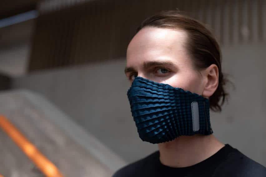 petit-pli-design-coronavirus-face-mask-expandable-recyled-plastic-bottles_dezeen_2364_col_1-852x569 (1)