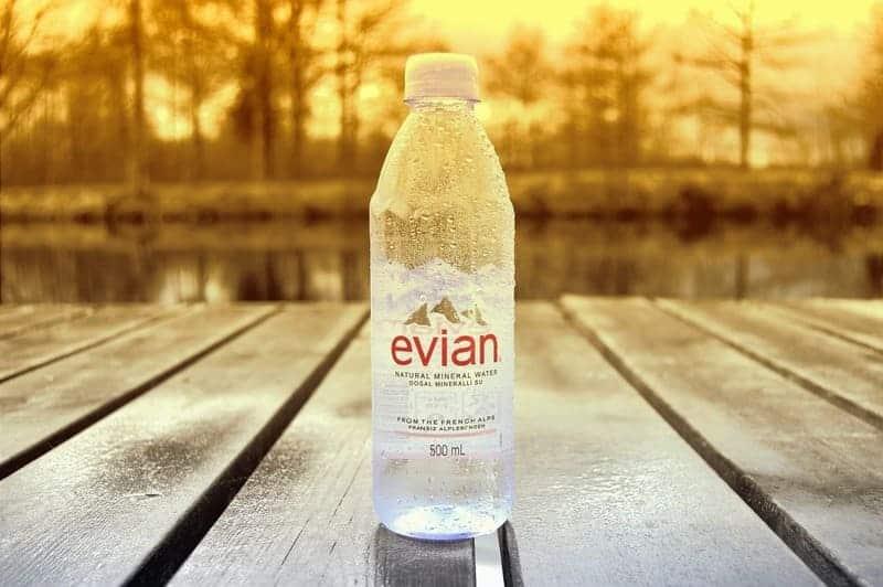 Evian presenta nuevo envase