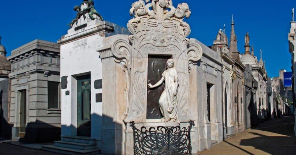 Cementerio de la Recoleta: Escultura de Rufina Cambaceres
