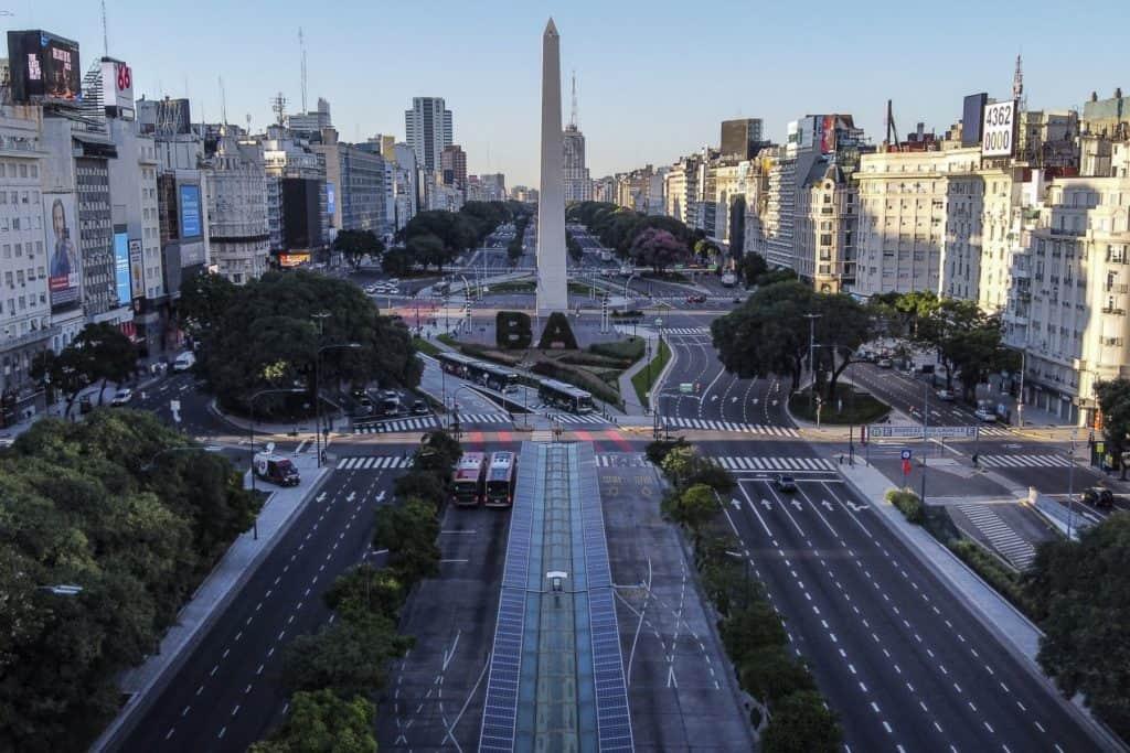Argentina impone nuevas restricciones para sus zonas más afectadas por el Covid-19: toque de queda nocturno y suspensión de actividades educativas y de entretenimiento