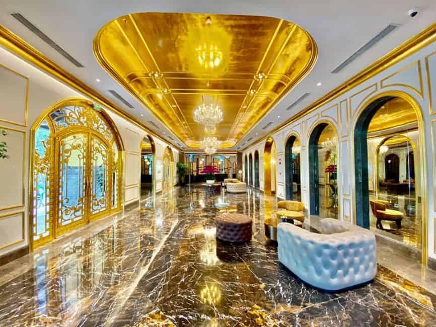 primer hotel chapado en oro del mundo