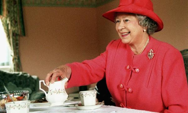 Al estilo de la Reina Isabel descubre los mejores secretos para preparar una buena taza de té q