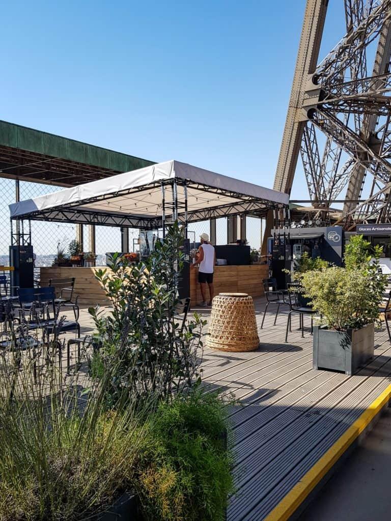 Tomar un café en la Torre Eiffel torre 3