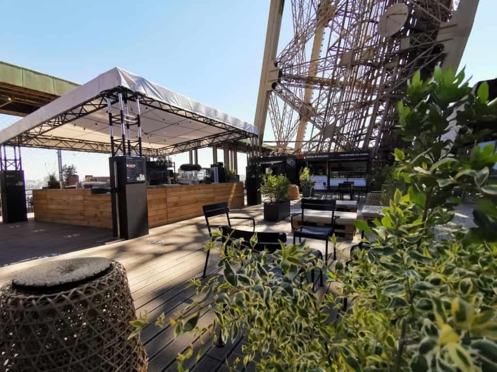 Tomar un café en la Torre Eiffel torre 1