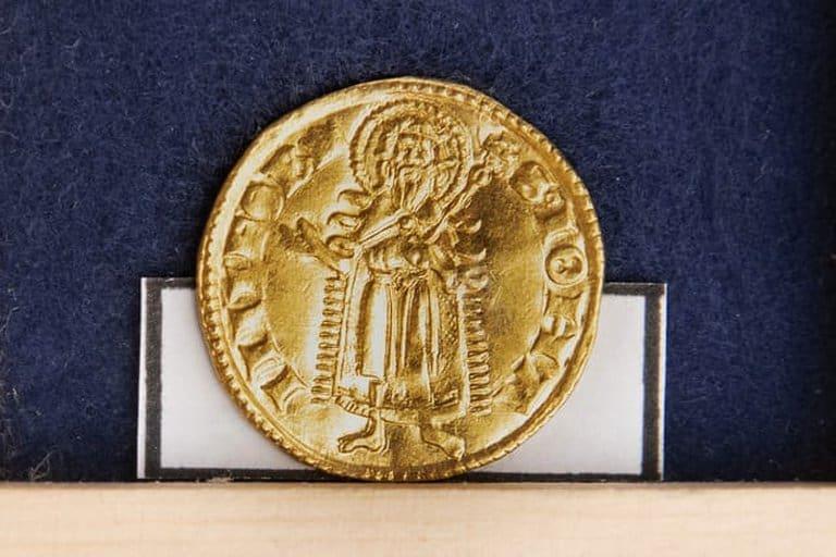 Moneda de oro encontrada