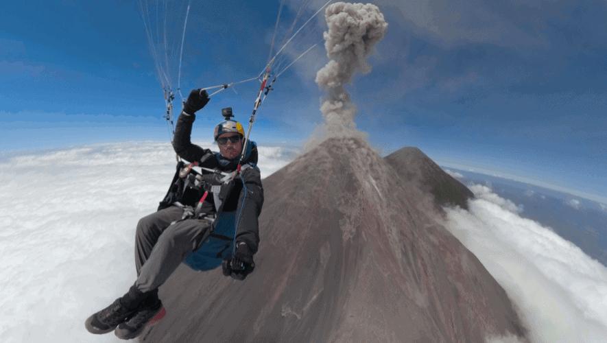 Horacio Llorens, el atleta que batió un récord mundial de parapente acrobático con 568 vueltas consecutivas sobre las ruinas mayas de Takalik Abaj en Guatemala 4