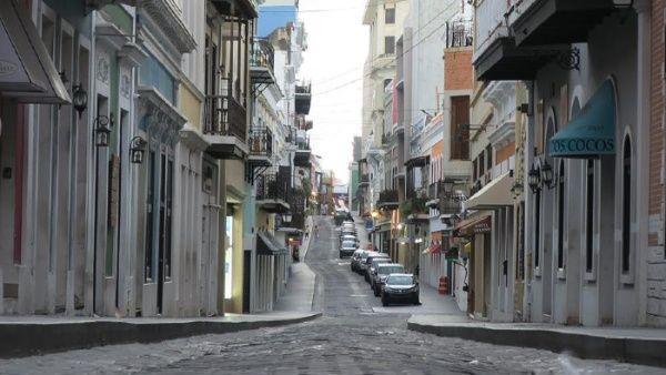 Puerto Rico ordena confinamiento todos los domingos para ayudar a frenar el aumento de casos de COVID-19
