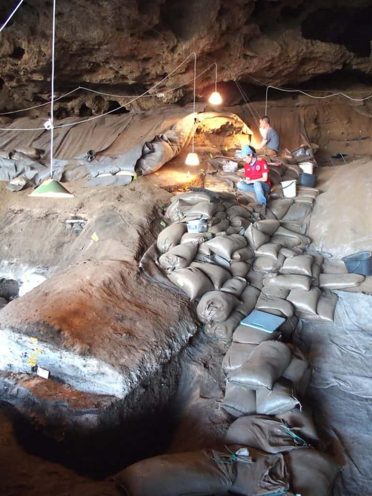 Camas en Border Cave