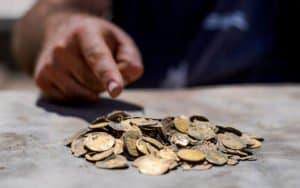 Encuentran 425 monedas de oro en Israel