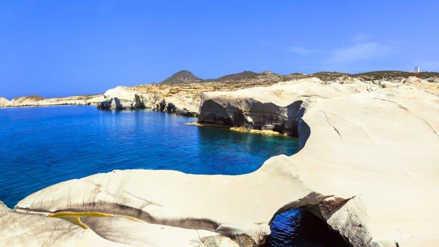 Qué Ver En Milos, La 'Isla De Los Colores' Que Enamora A Los Viajeros En Grecia