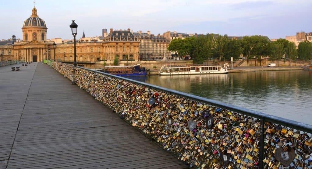 Video Filmado En Pont Des Arts En París, Francia