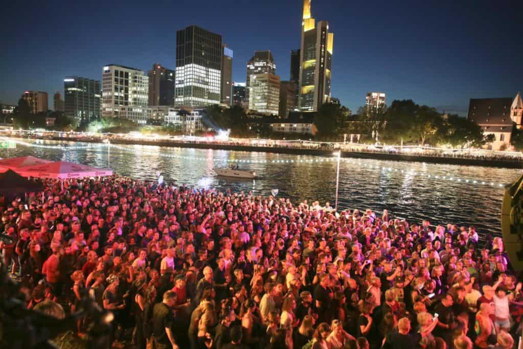 Alemania extiende prohibición de grandes eventos hasta el 31 de diciembre tras nuevos casos de COVID-19