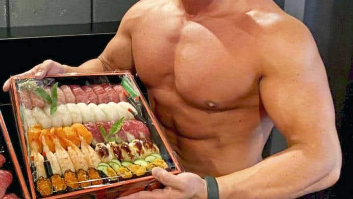 Un restaurante de sushi en Japón creó Delivery Macho para aumentar la demanda con fisicoculturistas como repartidores
