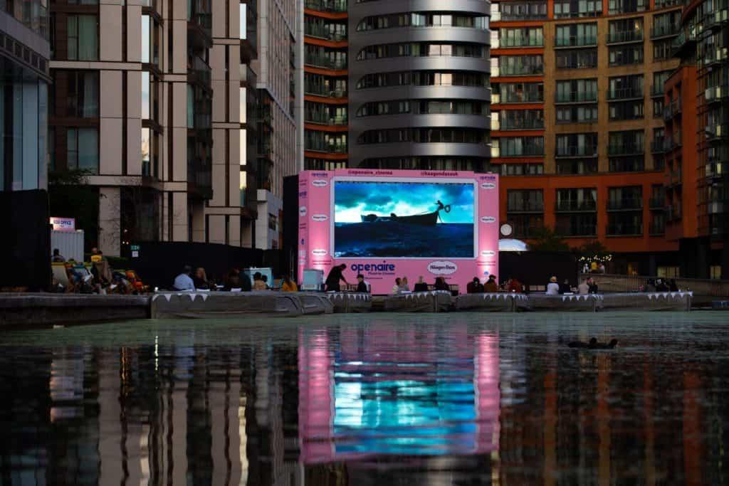 Imagen Float In Cinema 8