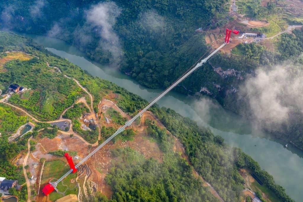 Este puente con fondo de cristal más largo del mundo es la nueva (y vertiginosa) atracción para conocer en China