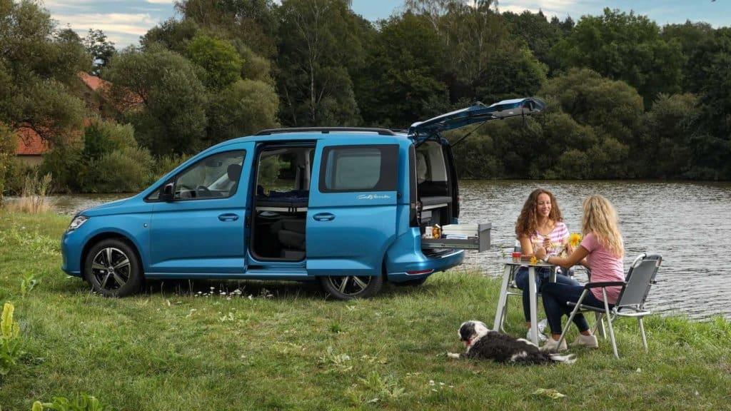 Esta nueva camioneta viene preparada para que acampar sea más práctico