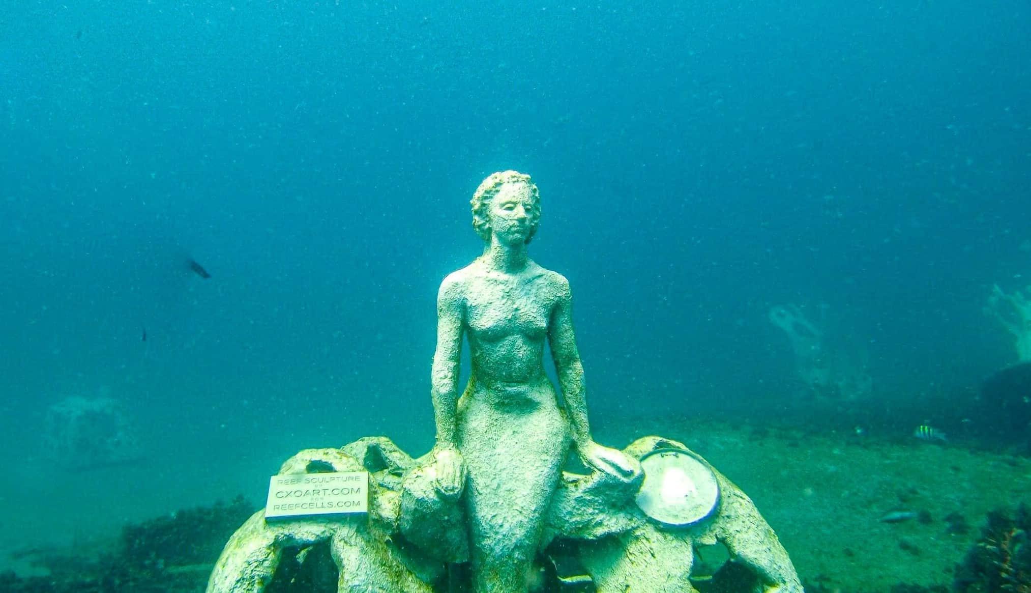 Este proyecto planea construir 1000 esculturas de sirenas para crear un arrecife artificial