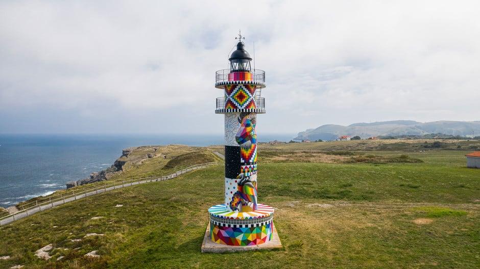 El faro de Ajo en Cantabria fue intervenido por un artista callejero y se convierte en un nuevo spot fotográfico de la zona 1