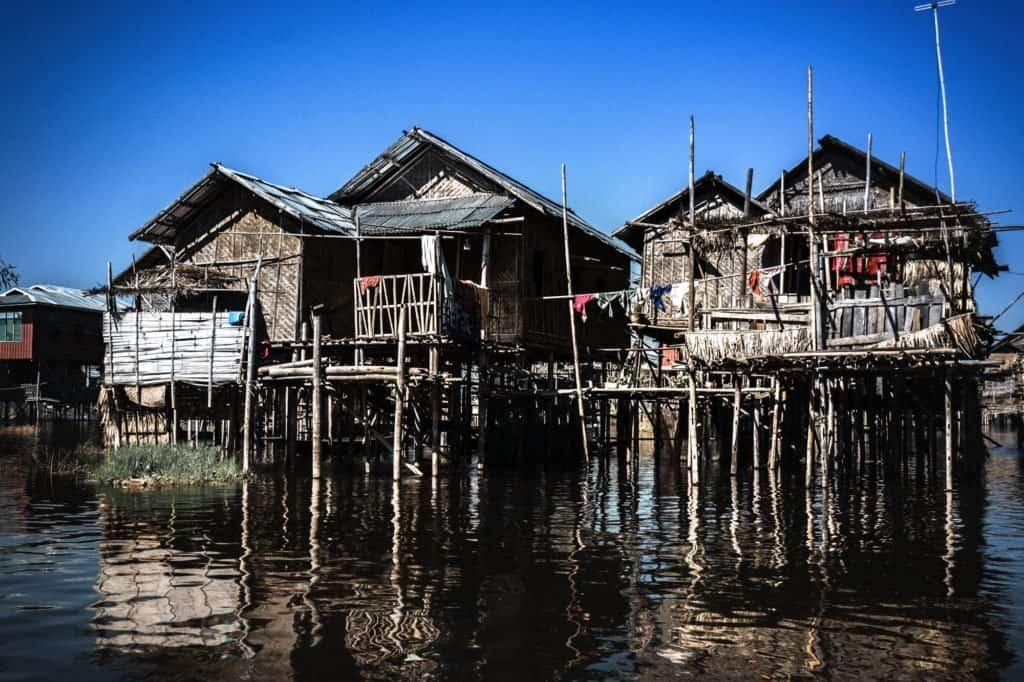 myanmar casas flotantes