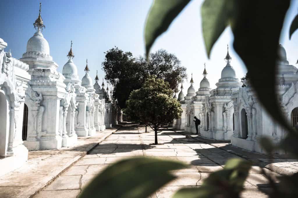 templos myanmar blancos