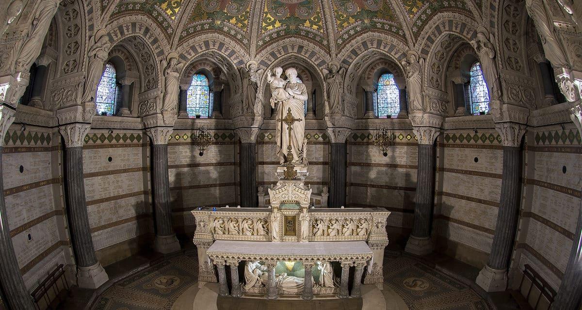 cripta de notre dame
