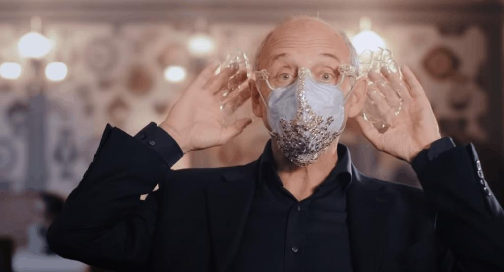 Un director de orquesta húngaro crea una mascarilla acústica diseñada especialmente para disfrutar de conciertos