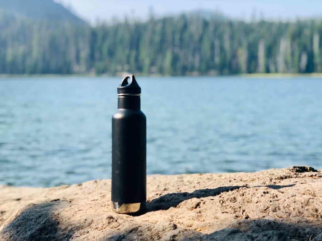 La botella reutilizable es un must en el equipaje de un viajero responsable