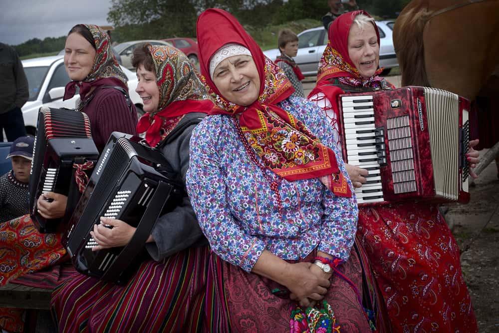 Kihnu: La Última Sociedad Matriarcal De Europa Que Se Alza Al Turismo Por Su Poder Femenino