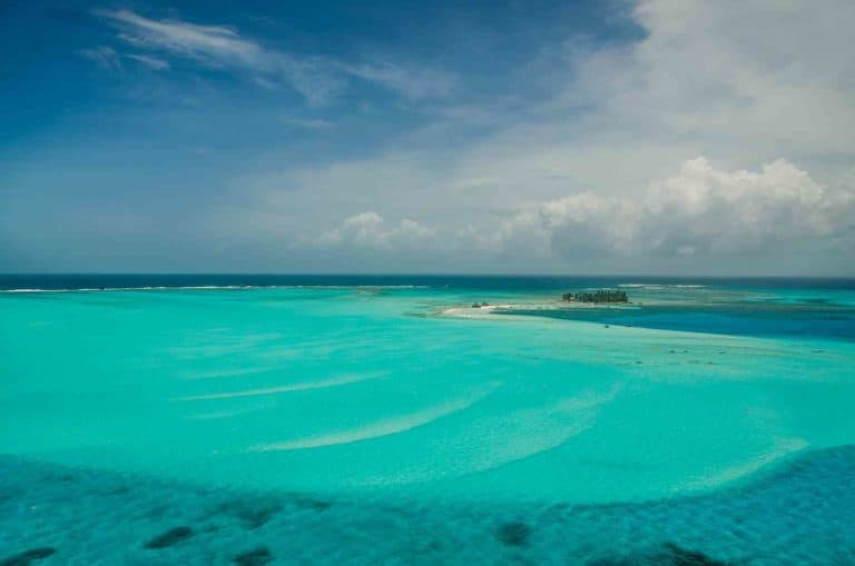 Jhonny Cay, un pequeño paraíso en el caribe colombiano de San Andrés