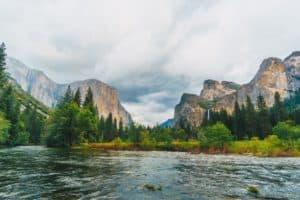 Esta empresa ofrece pagar 50.000 dólares a alguien para que explore parques nacionales de Estados Unidos