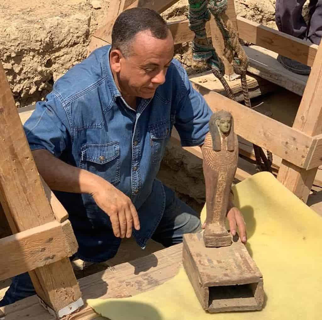 Descubren más de dos docenas de sarcófagos de 2.500 años en un sitio sagrado de Egipto
