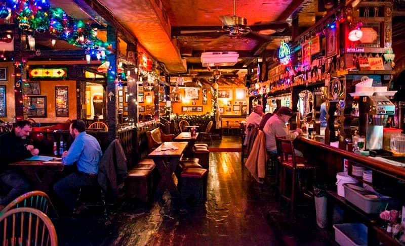 Inglaterra Limita Cierre De Horario De Pubs, Bares Y Restaurantes A Las 10 De La Noche Y Prohíbe Reuniones Sociales De Más De Seis Personas