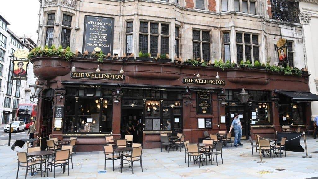 cierre pubs en Inglaterra
