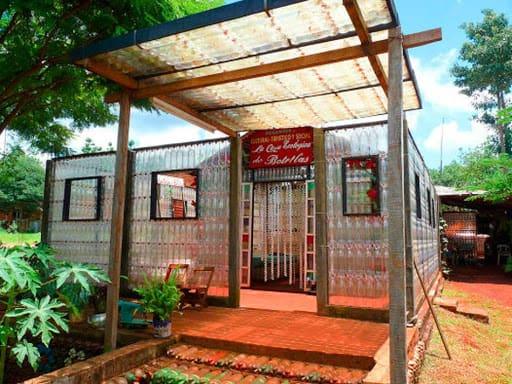 Lugares para conocer en Iguazú: la Casa de las botellas