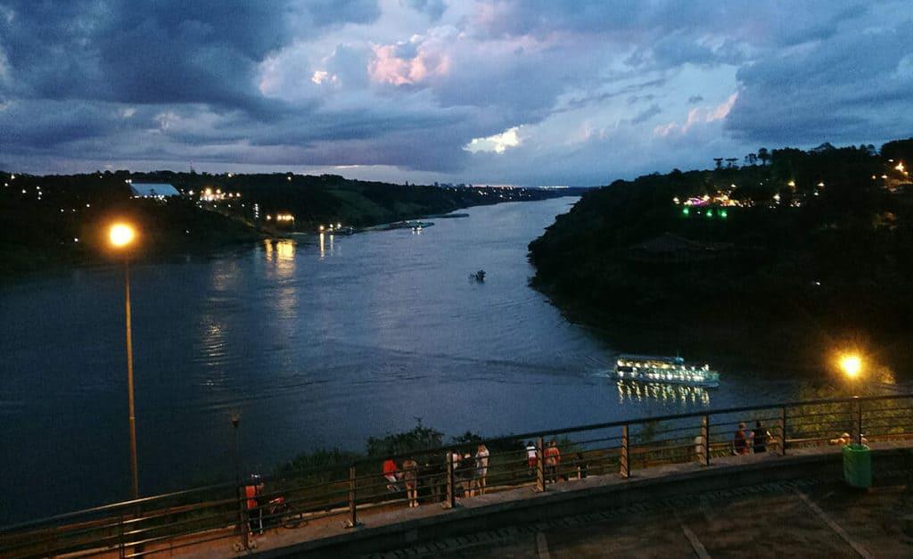 lugares para conocer en Iguazú hito 3 fronteras 4