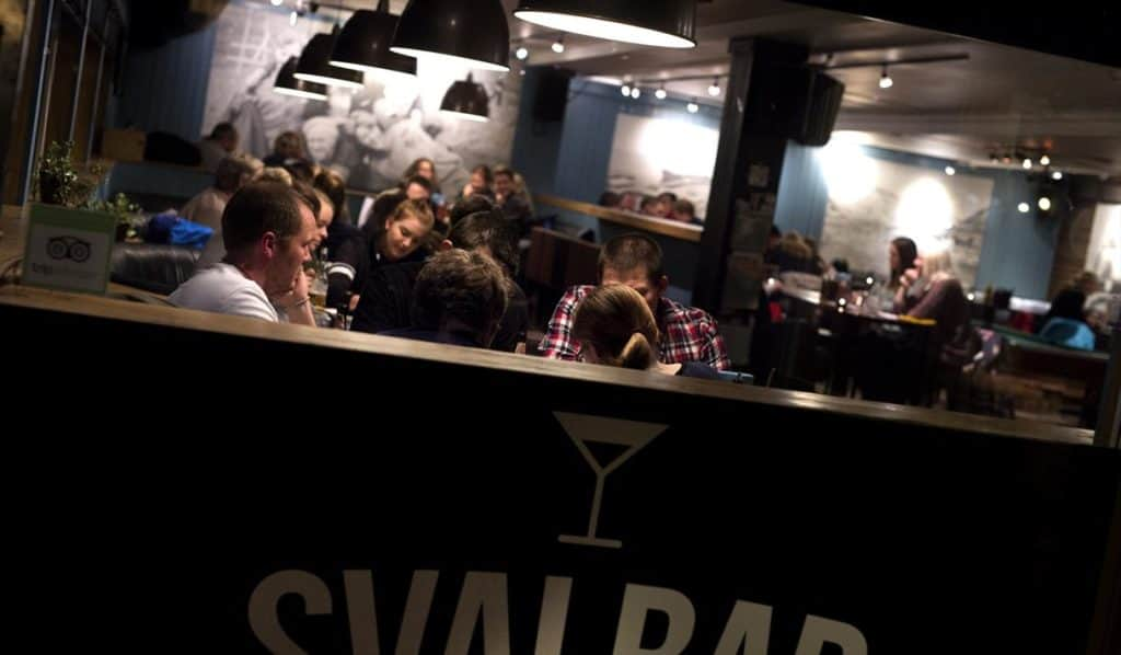 Un bar situado en un archipiélago entre Noruega y el Polo Norte busca nuevo dueño: el lugar no requiere de visa para extranjeros