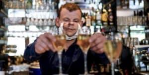 Bélgica: implementan toque de queda en bares y cafés de Bruselas debido al aumento de casos de COVID-19
