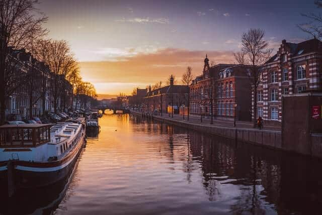 7 tours alternativos de Ámsterdam piotr chrobot M4EcjtmE01k unsplash 1