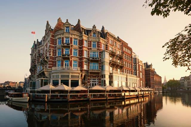 Hospedarse en el hotel de lujo más antiguo de Ámsterdam es una experiencia sin desperdicio durante la estadía en los Países Bajos
