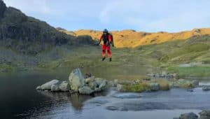 Reino Unido: prueban un Jet Suit para paramédicos que les permitiría llegar a los pacientes en cuestión de minutos