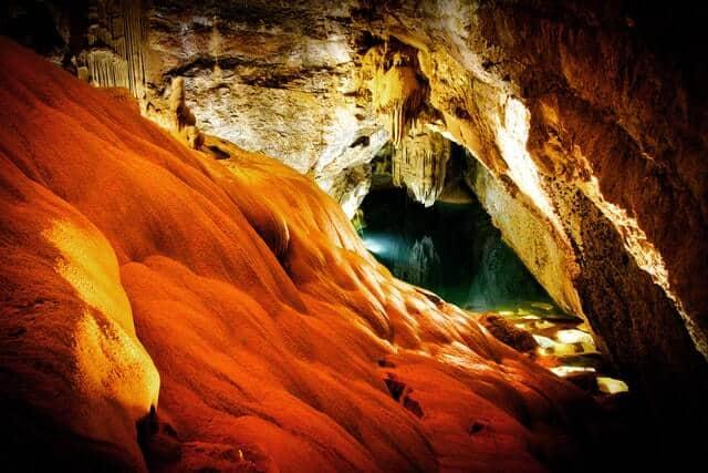 Cueva de luciernagas en Nueva Zelanda leo wieling n37oYVDDN0A unsplash 1