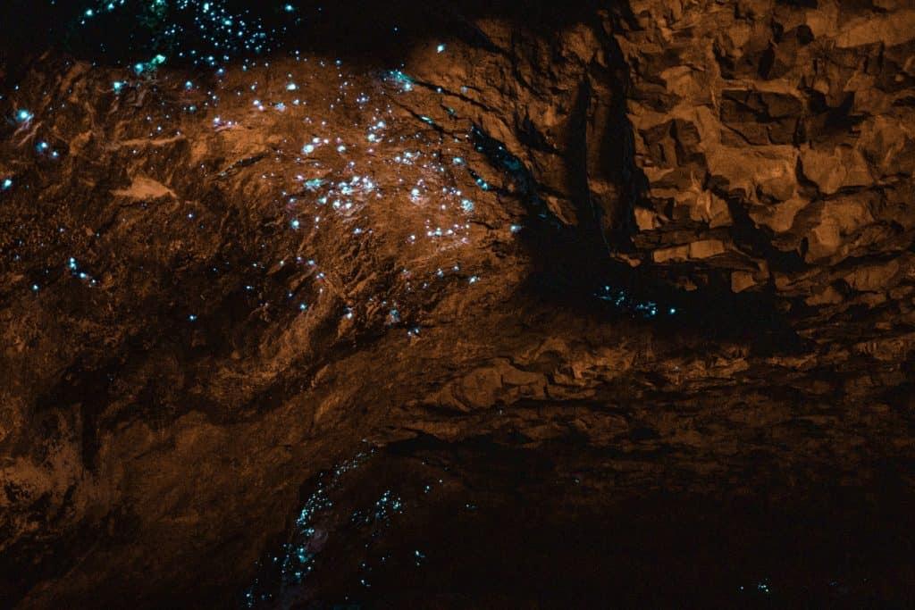 Cueva de luciernagas en Nueva Zelanda nicole geri OEZBV8OizGc unsplash
