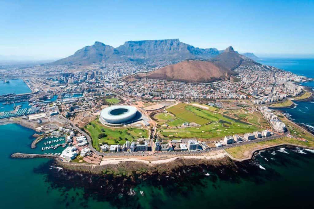"""Sudáfrica reabre sus fronteras a partir de hoy pero excluye a viajeros de 60 países considerados de """"alto riesgo"""""""