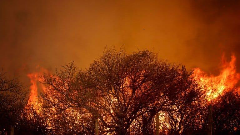 Continúan los incendios en la provincia argentina de Córdoba y lanzaron un Alerta Amarilla
