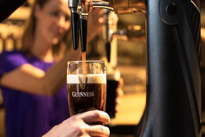 Irlanda sortea entradas virtuales al museo Guinness Storehouse para celebrar el Día Internacional de la Stout